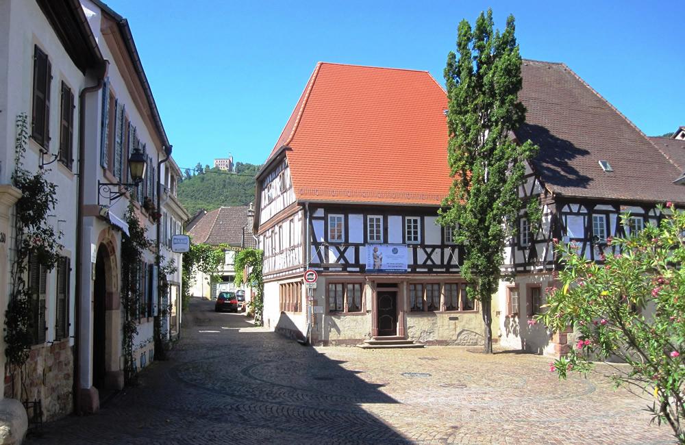 Hambach - Rathausplatz